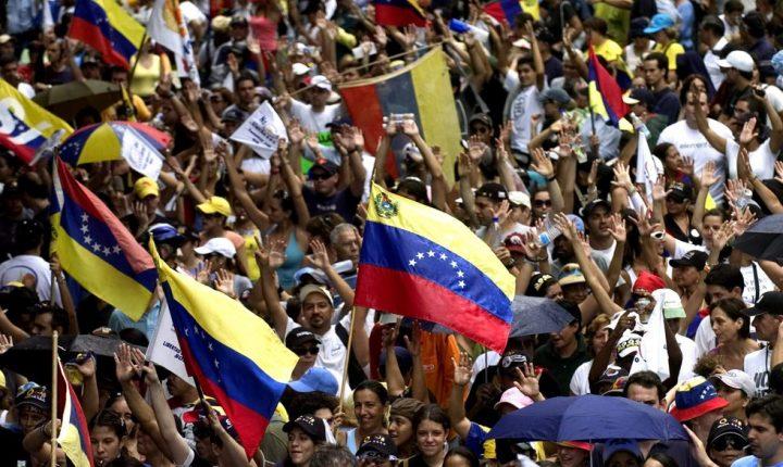 Venezuela busca auditar las firmas de la oposición para revocar a Maduro