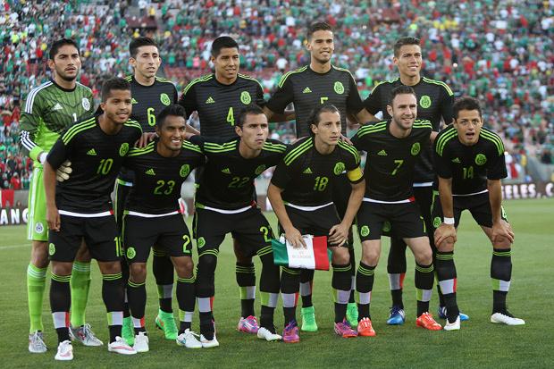 Un sensacional 'Tecatito' Corona rescata a México