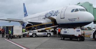 EE.UU. y Cuba restablecen los vuelos regulares tras más de 50 años