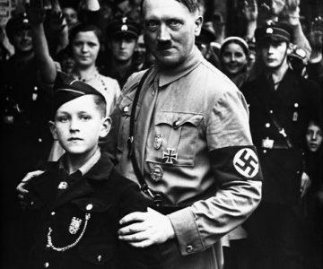 Prohibido hacerse un selfi con la foto de Hitler